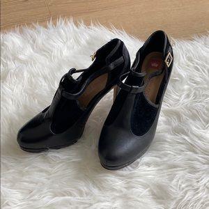 Elaine Turner black booties
